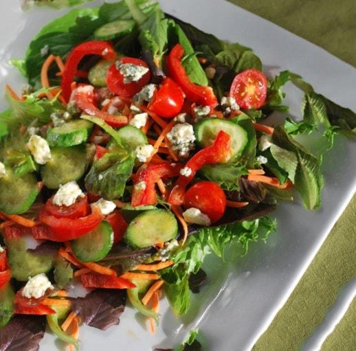 comidas saludables con Una ensalada verde con una vinagreta