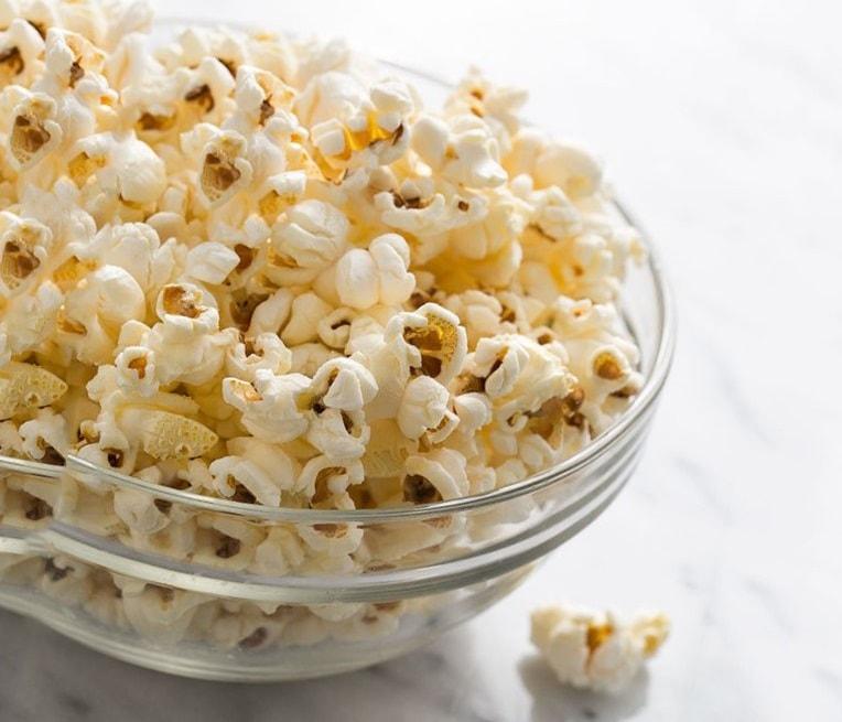 comidas saludables con palomitas de maíz hechas en casa