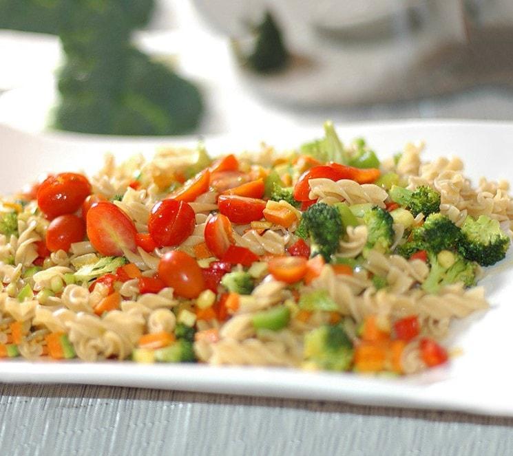 comidas saludables con pastas y verduras